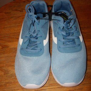 NWT Women's Size 11 Blue Mesh Athletic Sneakers